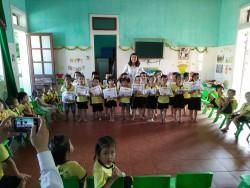 Lễ tổng kết năm học của Lớp Nhỡ 2